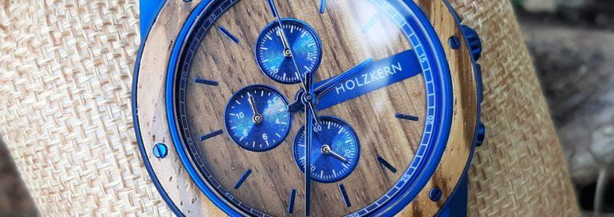 Holzkern Uhr